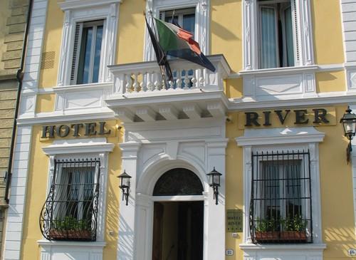 hotel.river